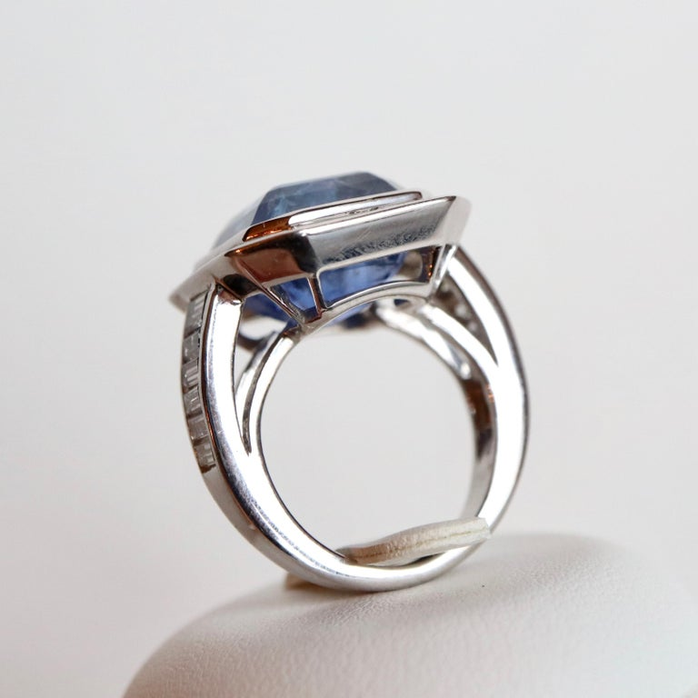 Ring with Diamonds and 17 Carat Sapphire 18 Carat White Gold For Sale 1