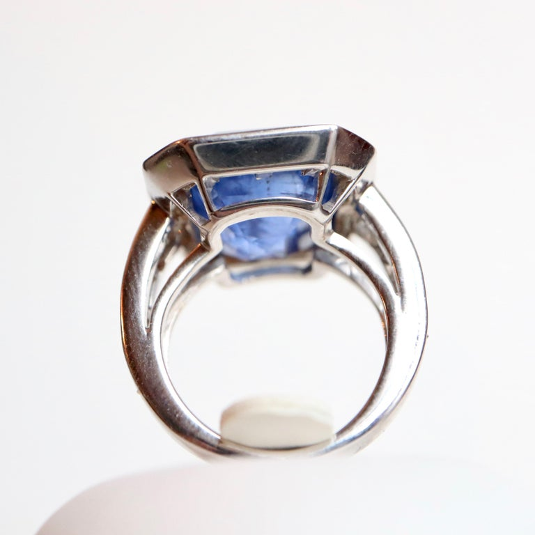 Ring with Diamonds and 17 Carat Sapphire 18 Carat White Gold For Sale 2