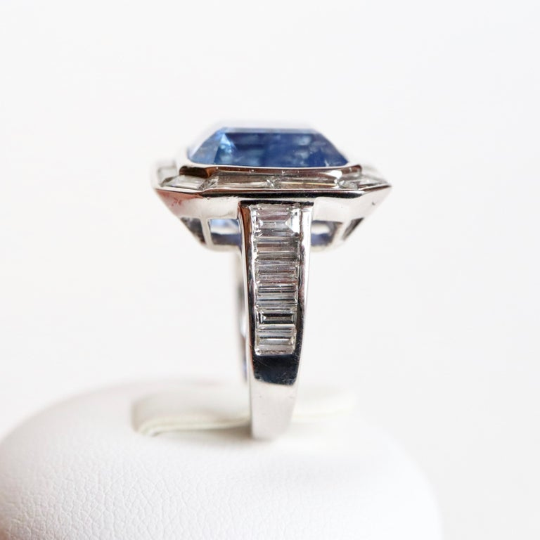 Ring with Diamonds and 17 Carat Sapphire 18 Carat White Gold For Sale 3