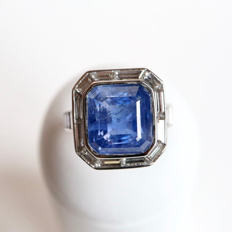 Ring with Diamonds and 17 Carat Sapphire 18 Carat White Gold For Sale 4