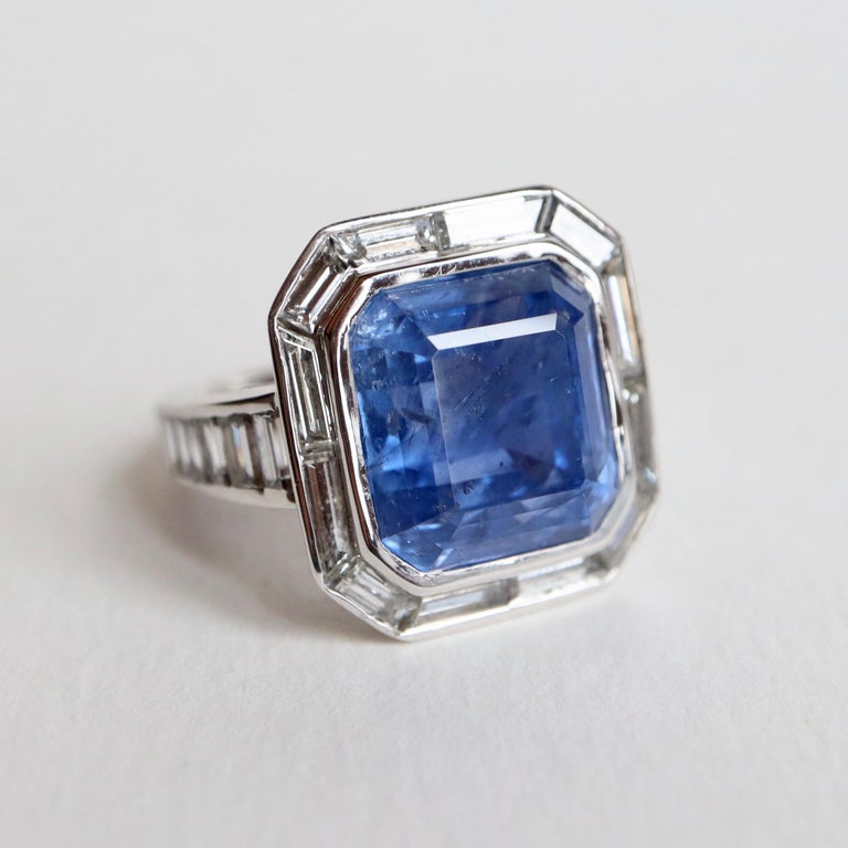 Ring with Diamonds and 17 Carat Sapphire 18 Carat White Gold For Sale 5