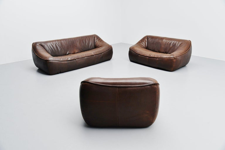 Fantastic 'Ringo' sofa set designed by Gerard Van Den Berg and manufactured by Montis, Holland 1970. This amazing shaped sofa set was made of a metal structure, foam padded and covered with buffalo leather. The very nice dark brown leather has an