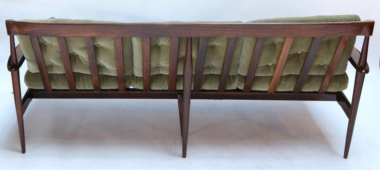 Rino Levi 1960s Brazilian Jacaranda Wood Sofa in Green Mohair For Sale 5