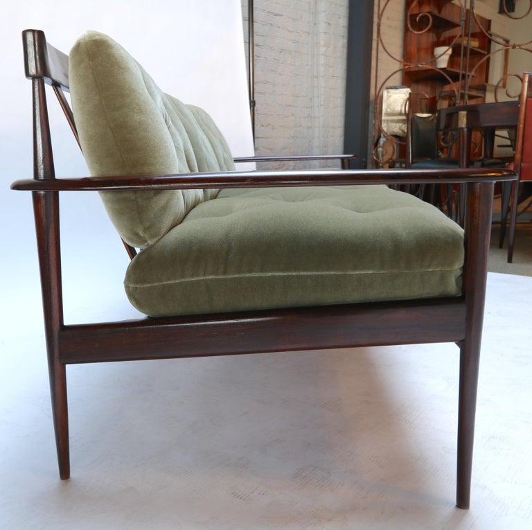 Rino Levi 1960s Brazilian Jacaranda Wood Sofa in Green Mohair For Sale 8