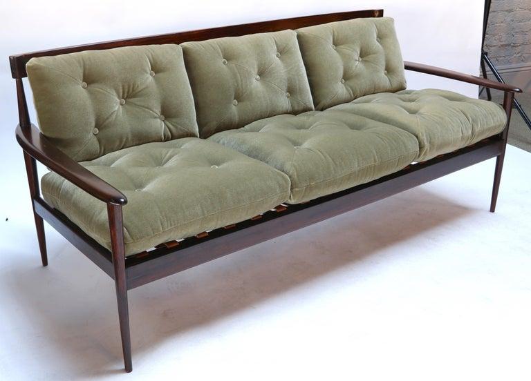 Rino Levi 1960s Brazilian Jacaranda Wood Sofa in Green Mohair For Sale 3