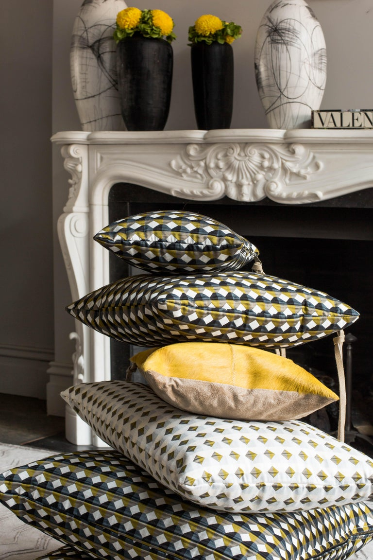 Rio Pattern Cushion Curvature Collection Inspired by Brazilian Architecture In New Condition For Sale In London, GB