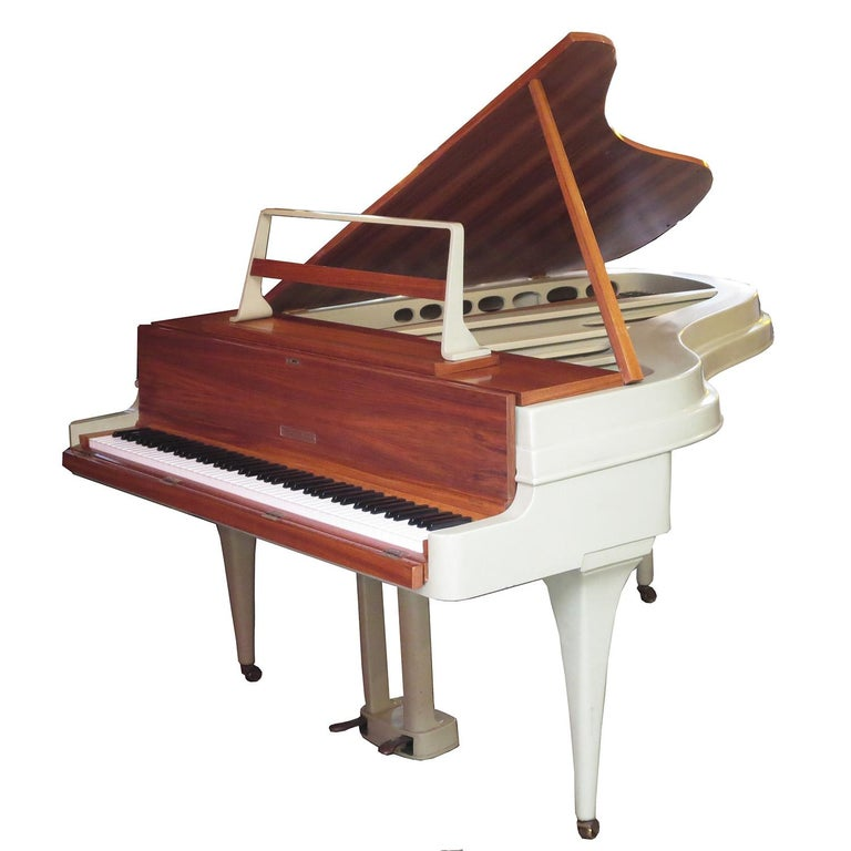 A fantastic instrument cased in a fabulous design! The Rippen was a revolutionary design when introduced in the mid-1950s. They were originally commissioned to be used on the Rotterdam, and other ships in the Holland – American fleet. The tensile