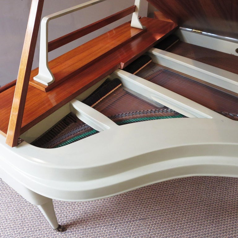 Rippen Aluminum Grand Piano - Midcentury Design In Excellent Condition For Sale In North Hollywood, CA