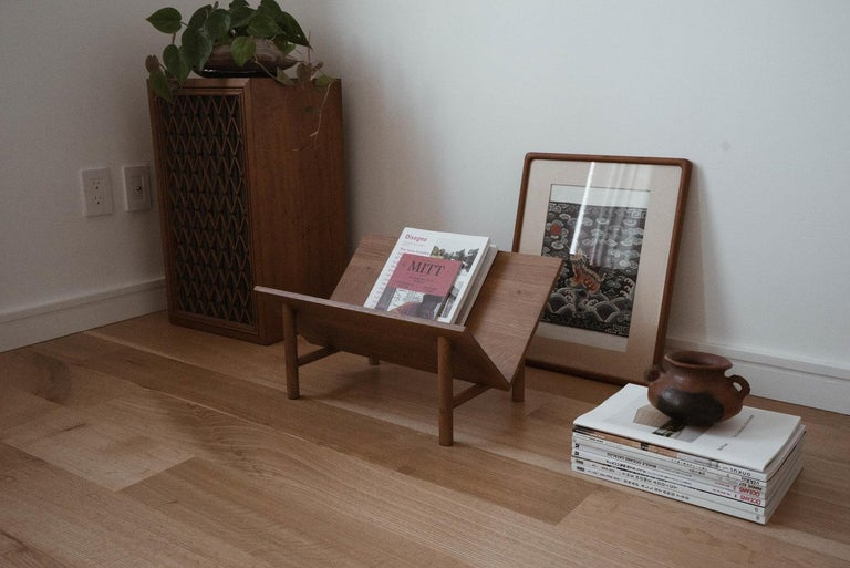 Rise Bookstand by Sun at Six, Sienna Minimalist Bookstand or Bookcase in Wood In New Condition For Sale In San Jose, CA