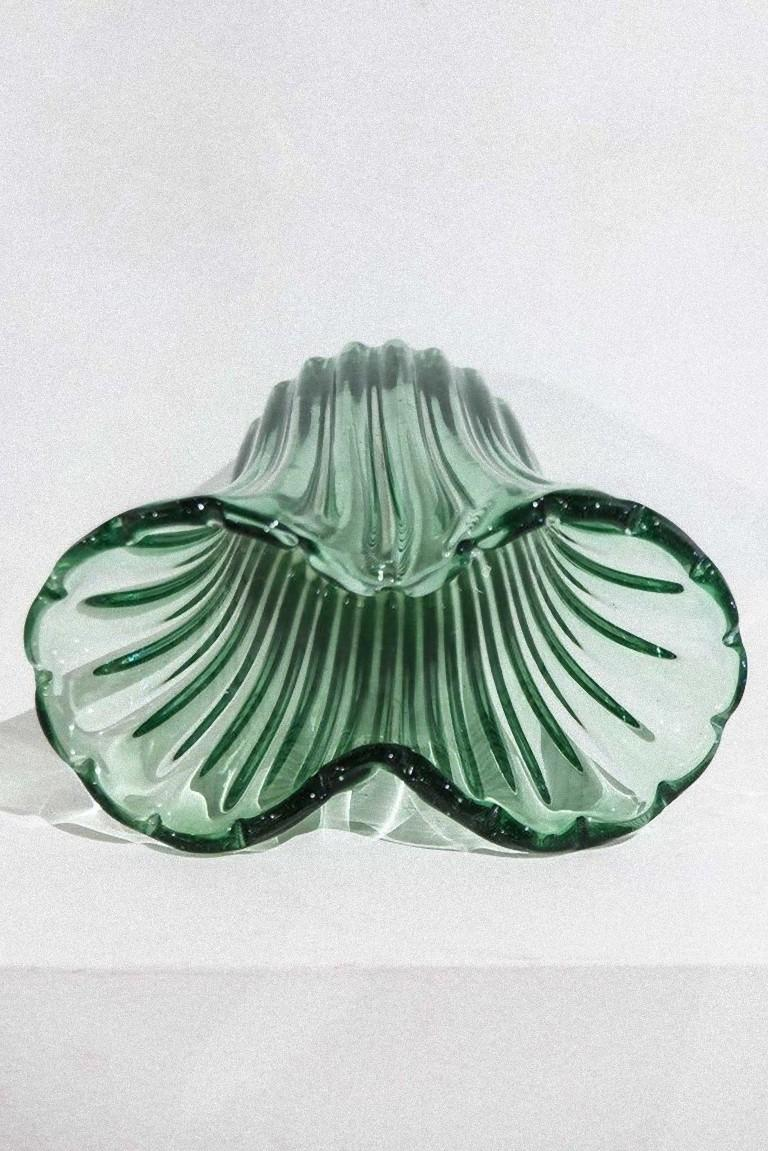 Ritorto A Coste vase realized by Archimede Seguso, is an original rare Murano glass vase, realized in the 1950s.  It is part of the
