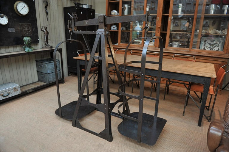 Large riveted polished iron industrial commerce scale by J.bruyninckx & Fils (Bruxelles Belgium), circa 1920.