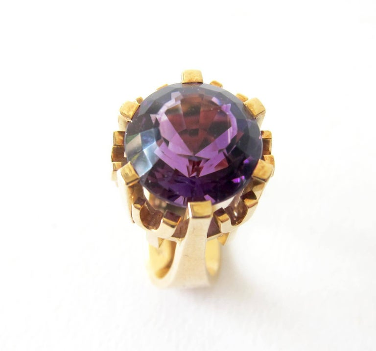 Rare Robbert Gold Amethyst Swedish Modernist Regal Crown Ring In Excellent Condition For Sale In Los Angeles, CA