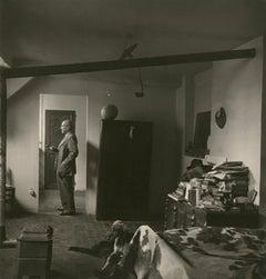 Pablo Picasso, dans la chambre Grands Augustins, 1944 - Robert Capa