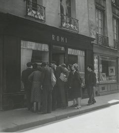 Crowd Gathered in Front of Romi's Antique Shop, 1948 - Robert Doisneau