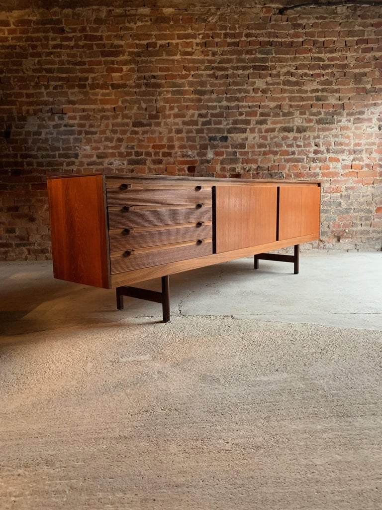 Robert Heritage Knightsbridge Teak Sideboard Credenza by Archie Shine 1960s For Sale 4