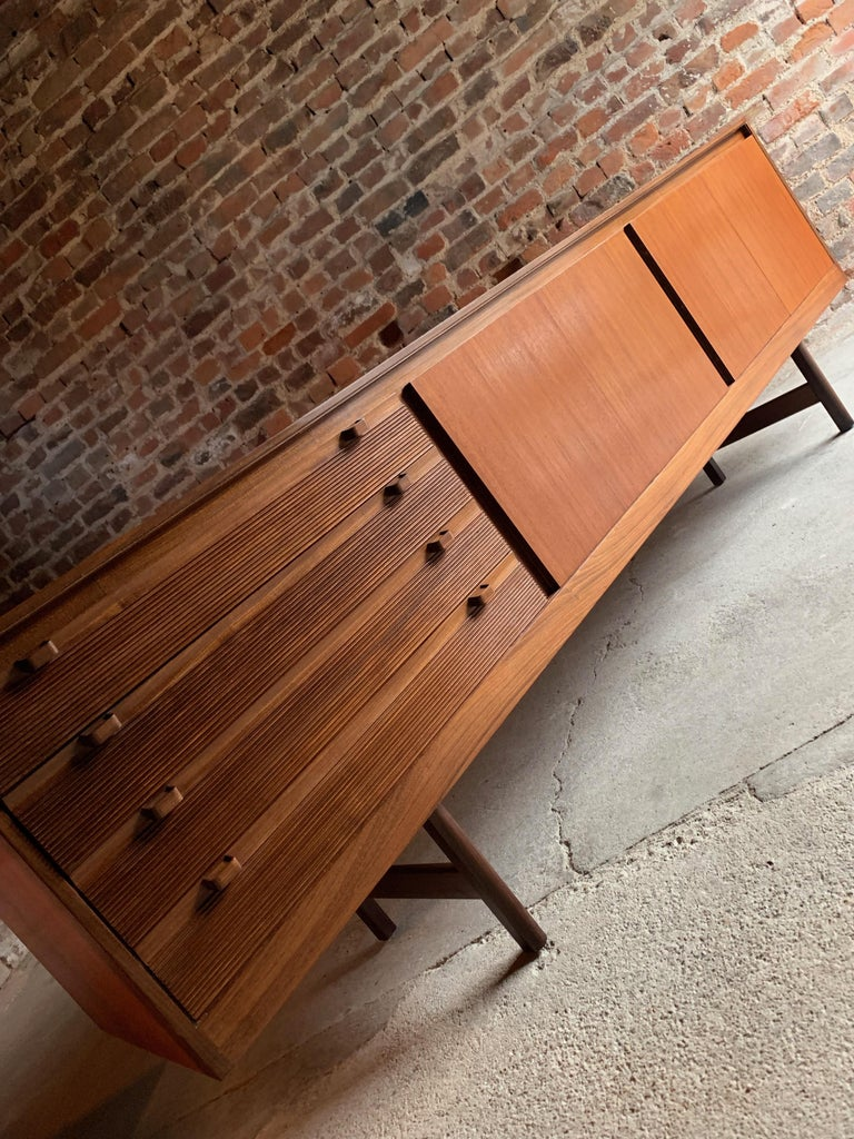 Robert Heritage Knightsbridge Teak Sideboard Credenza by Archie Shine 1960s For Sale 5