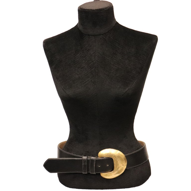 Robert Lee Black Leather Belt W/ Gold Buckle. In excellent condition   Measurements:  Longest length - 38 inches Shortest length - 29 inches Width - 1.9 inches