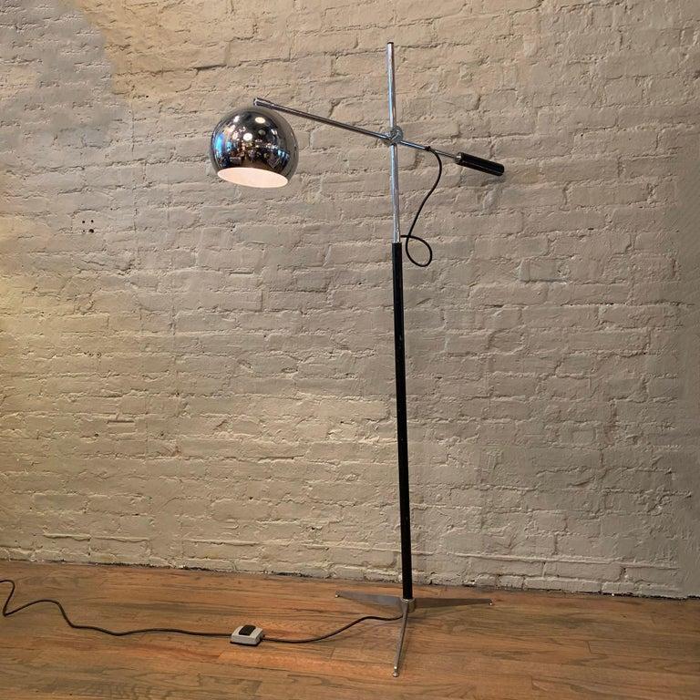 Robert Sonneman Chrome Eyeball Extension Arm Floor Lamp In Good Condition For Sale In Brooklyn, NY