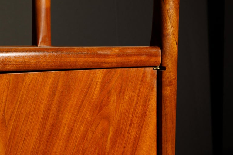 Robert Whitley Sculptural Walnut Studio Craftsman Cabinet, New Hope PA, 1970s For Sale 8