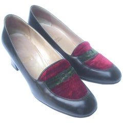 Roberta di Camerino Italian Black Leather Velvet Pumps c 1970s