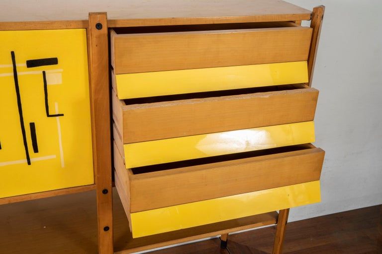 Roberto Aloi Oakwood and Abstract Pattern Printed Plastic Italian Highboard In Good Condition For Sale In Firenze, IT