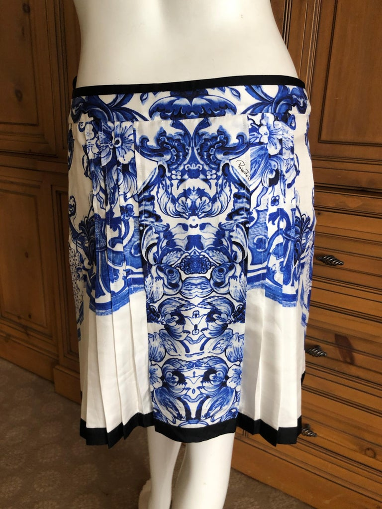 b498f46d94 Roberto Cavalli Blue and White Delft China Trade Pattern Silk Pleated Skirt  42 For Sale 2