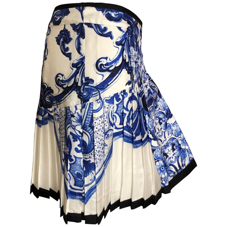 22bbf67779 Roberto Cavalli Blue and White Delft China Trade Pattern Silk Pleated Skirt  42 For Sale