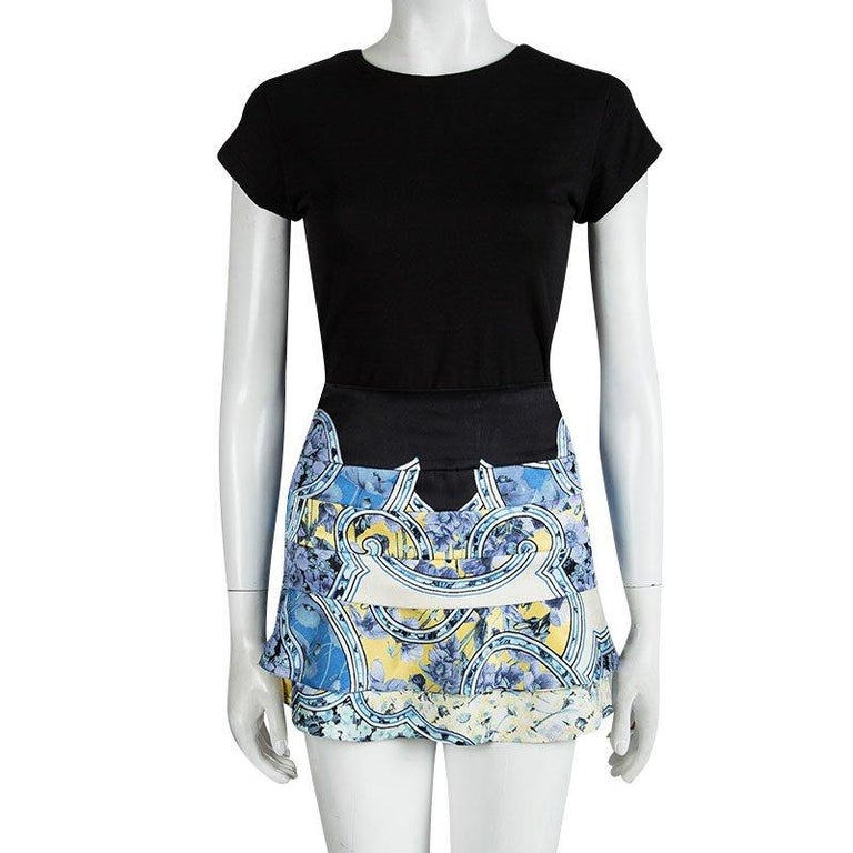 Take your outfit from day to night with ease in this Roberto Cavalli Blur Floral Printed Silk mini skirt. The black defined waist band on skirt sits comfortably at your waist while the concealed zipper at the back makes for a seamless fit. The