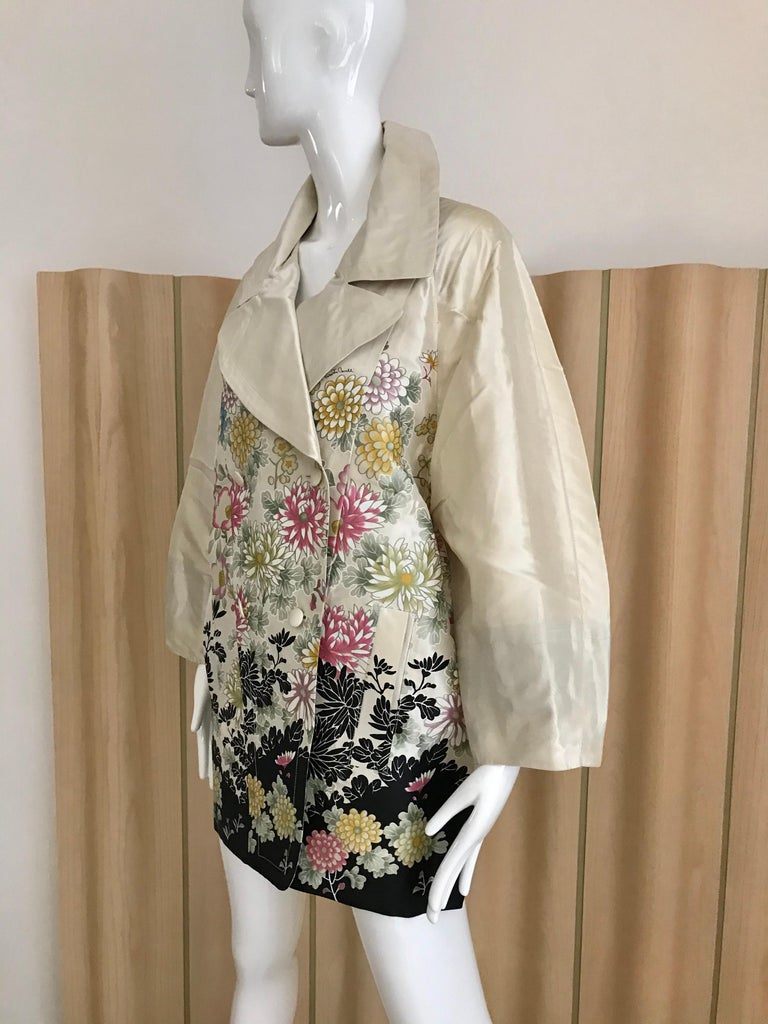 Roberto Cavalli Creme Floral Print Silk Coat Jacket In New Condition For Sale In Beverly Hills, CA