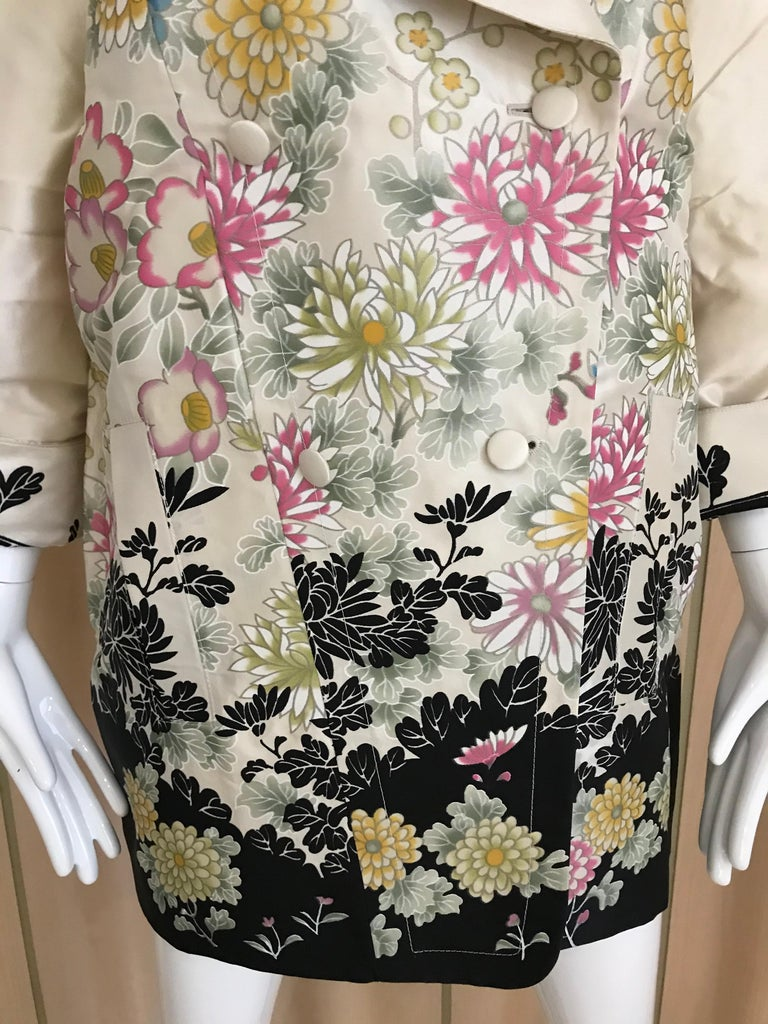 Roberto Cavalli Creme Floral Print Silk Coat Jacket For Sale 1