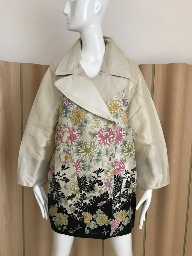 Roberto Cavalli Creme Floral Print Silk Coat Jacket For Sale 2