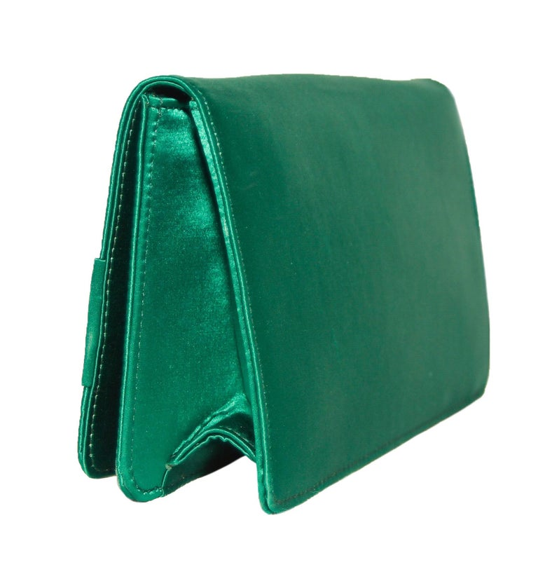 Roberto Cavalli Green Satin Gold Tone & Green Beaded Bow Clutch In Excellent Condition For Sale In Palm Beach, FL