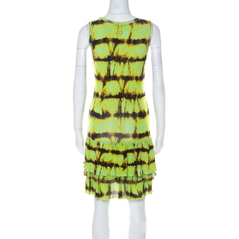 This Roberto Cavalli dress will become a go-to pick in your closet for every occasion. For a stand out look this season, flaunt this piece masterfully crafted in a blend of fabrics with a combination of comfort and elegance. Designed in neon green