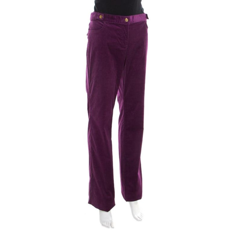These boot cut pants from Roberto Cavalli are a chic addition to your casual wardrobe selection. These purple corduroy pants give a smart and fun look with multiple pockets and zip closure at the front. Ideal as a relaxed alternative to black pants