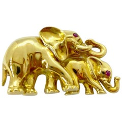 Roberto Coin 18 Karat Vintage Yellow Gold Mother and Baby Elephant Brooch