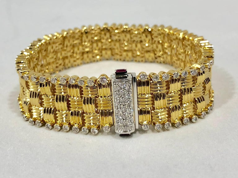 Contemporary Roberto Coin 18 Karat Yellow Gold and 2.03 Carat Full Cut Round Diamond Bracelet For Sale
