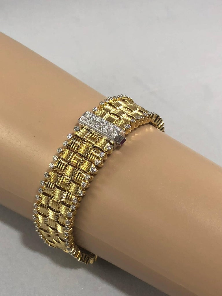 Round Cut Roberto Coin 18 Karat Yellow Gold and 2.03 Carat Full Cut Round Diamond Bracelet For Sale