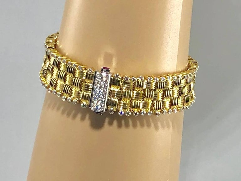 Roberto Coin 18 Karat Yellow Gold and 2.03 Carat Full Cut Round Diamond Bracelet In New Condition For Sale In Mansfield, OH