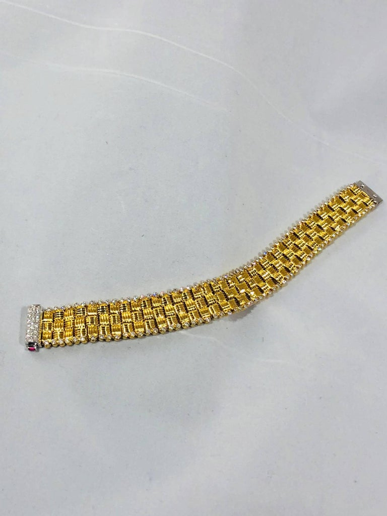 Women's Roberto Coin 18 Karat Yellow Gold and 2.03 Carat Full Cut Round Diamond Bracelet For Sale