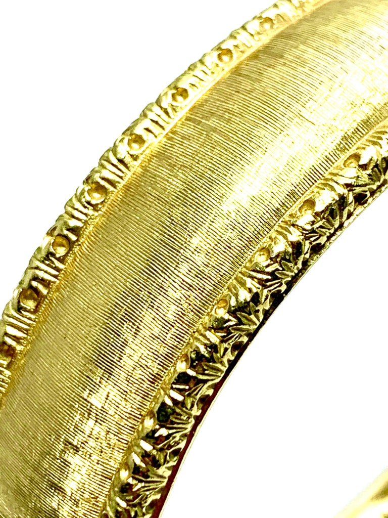 Byzantine Roberto Coin 18 Karat Yellow Gold Bangle Bracelet with a Ruby Clasp For Sale