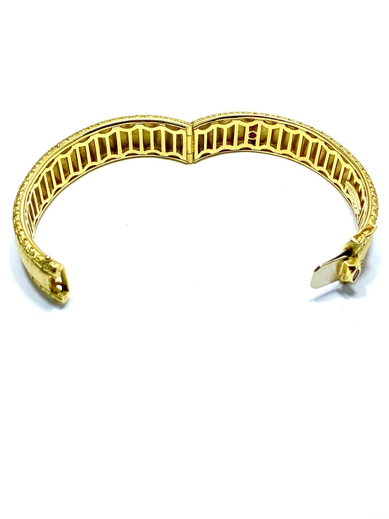 Roberto Coin 18 Karat Yellow Gold Bangle Bracelet with a Ruby Clasp For Sale 1