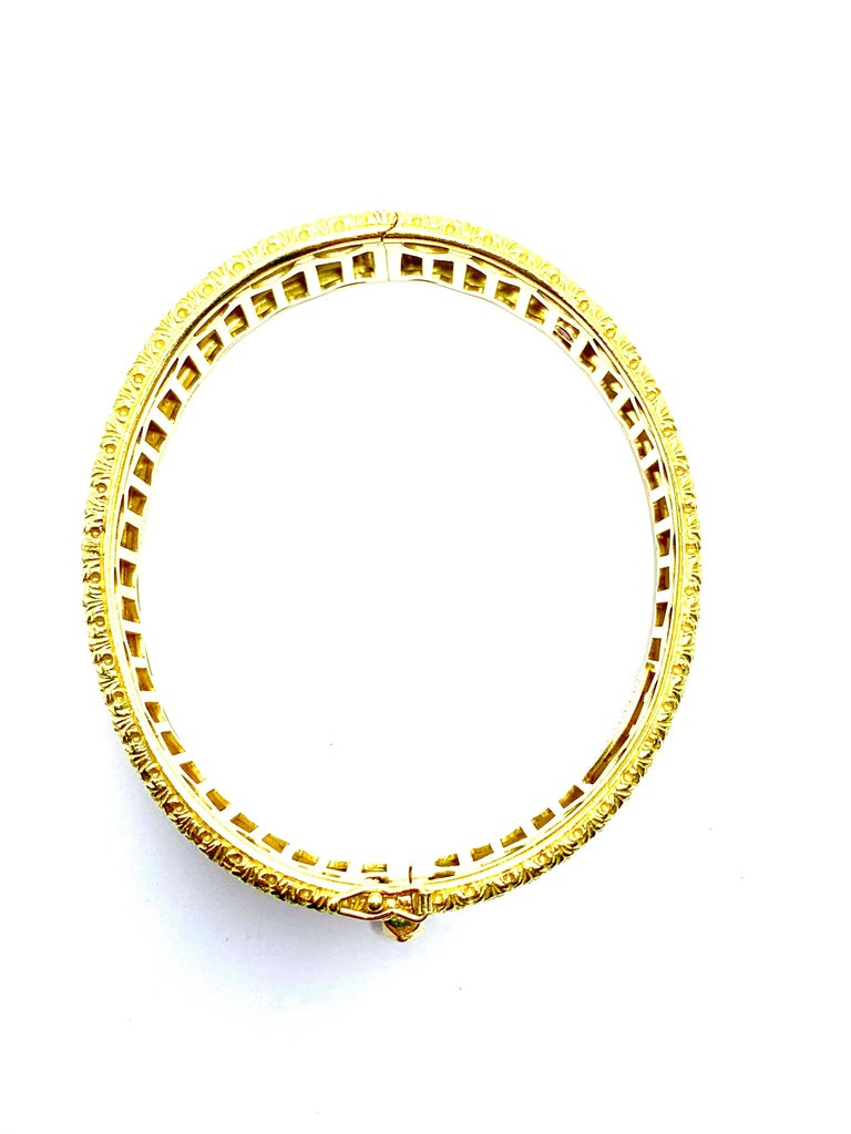 Roberto Coin 18 Karat Yellow Gold Bangle Bracelet with a Ruby Clasp For Sale 2