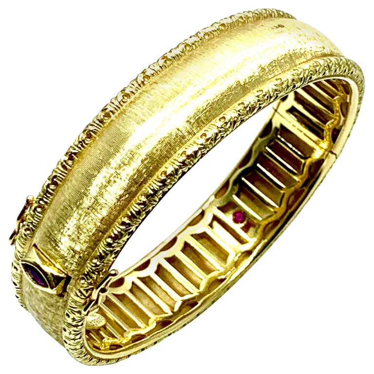 Roberto Coin 18 Karat Yellow Gold Bangle Bracelet with a Ruby Clasp For Sale