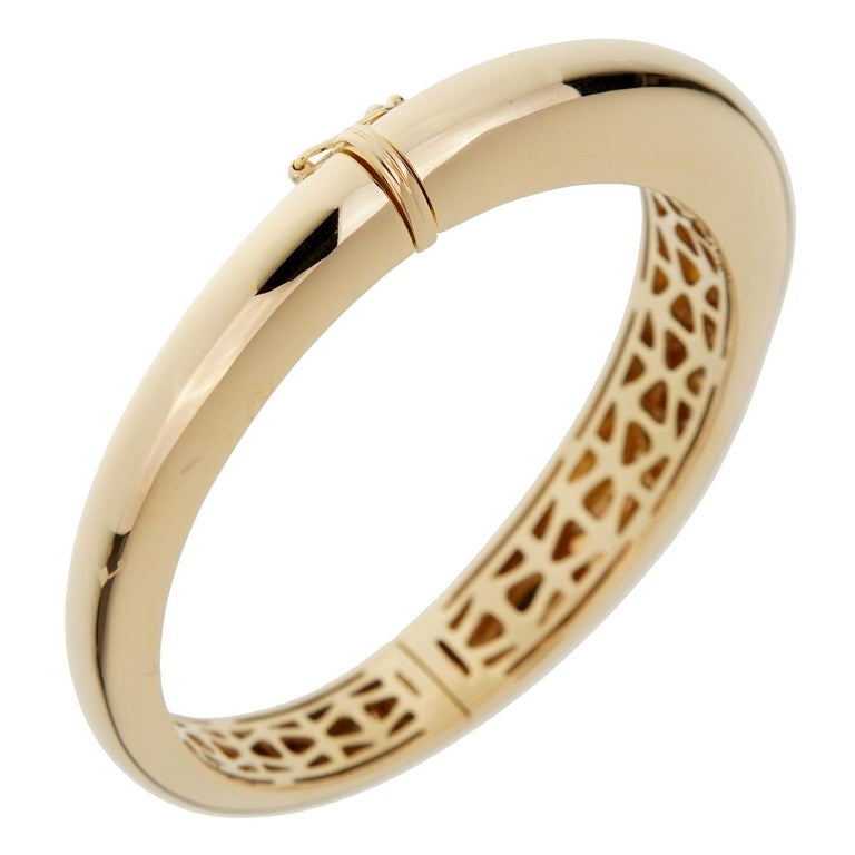 Roberto Coin Capri Diamond Yellow Gold Bangle Bracelet In Excellent Condition For Sale In Feasterville, PA