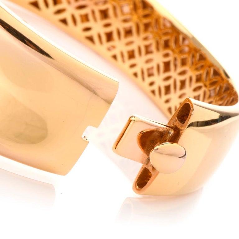 Round Cut Roberto Coin Fantasia Diamond Daisy 18 Karat Wide Bangle Bracelet For Sale