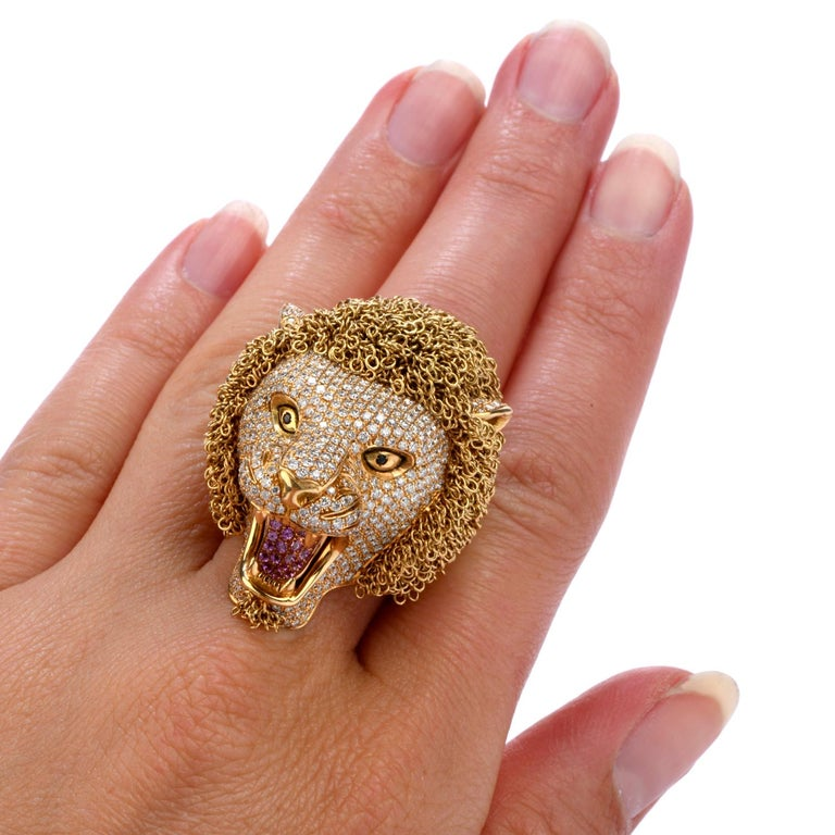 Roberto Coin Lion Masterpiece Diamond 18 Karat Gold Limited Edition Ring For Sale 3