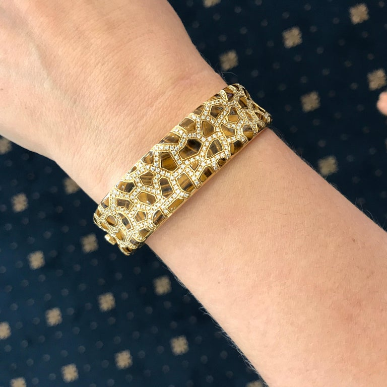 Roberto Coin Tigers Eye and Diamond Bracelet from the Animalier Collection In Excellent Condition For Sale In Armadale, Victoria