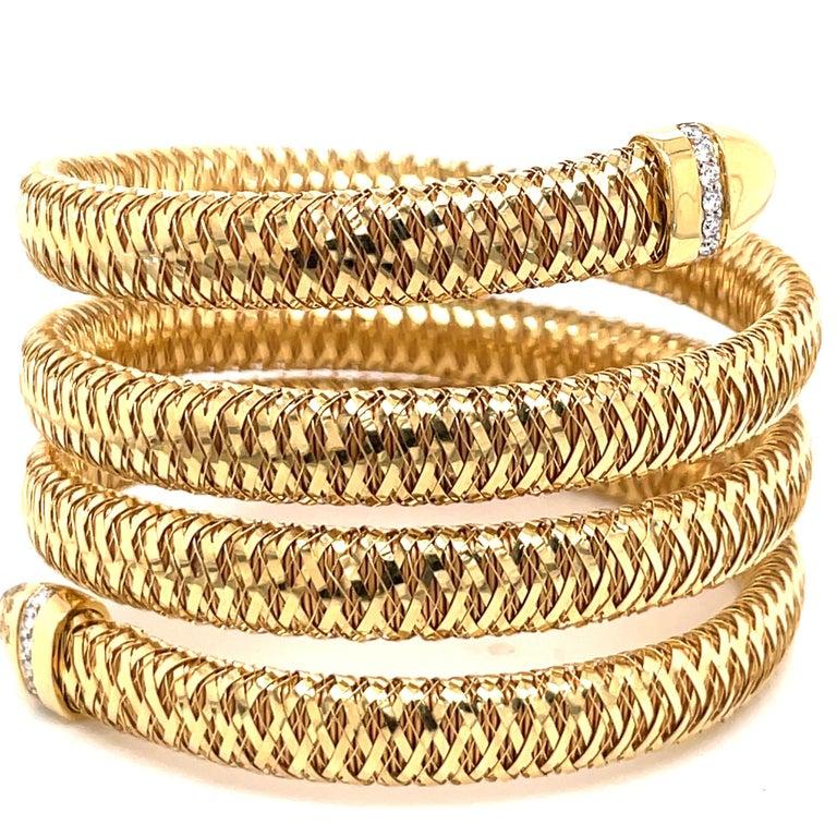 Round Cut Roberto Coin Tubogas Snake Bracelet 18 Karat Yellow Gold 50.5 Grams For Sale