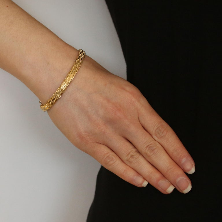 Brand: Roberto Coin  Design: Woven Silk    Metal Content: 18k Yellow Gold     Chain Style: Fancy   Closure Type: Tab Box Clasp with Side Safety Clasp    Measurements:   Length: 7