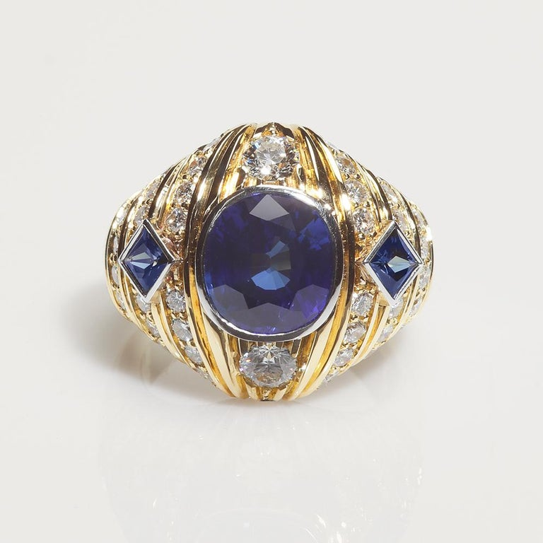 Contemporary Robin Woolard 3.77 Carat Ceylon Cushion Sapphire Diamond 18 Karat Gold Ring For Sale